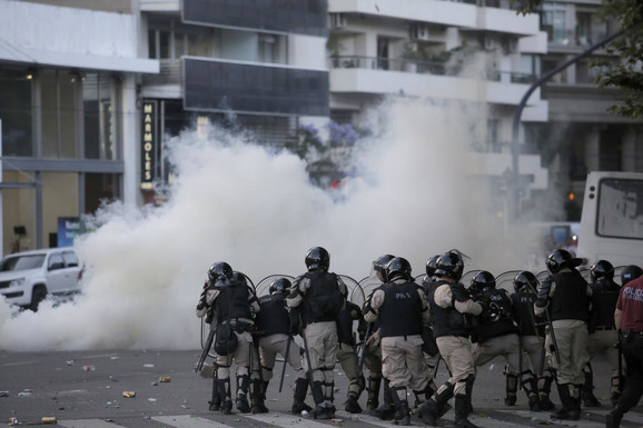 Na ulicama Buenos Ajresa je vladalo opsadno stanje