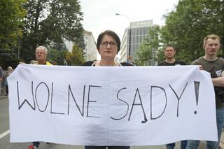 Protest przeciwko reformie sądownictwa. Przed Sejmem demonstracja pod hasłem 'Wolne sądy'