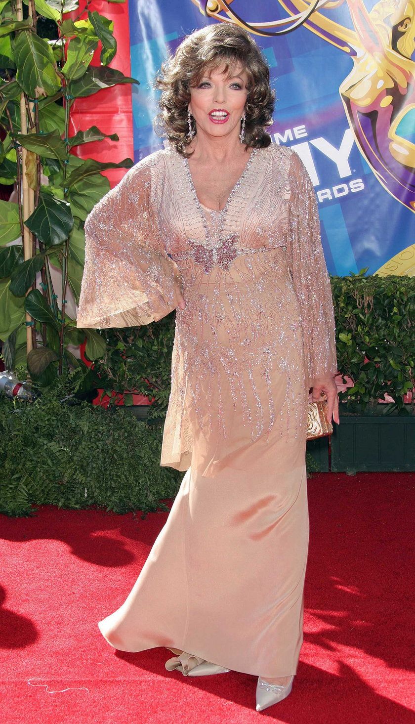 Joan Collins na czerwonym dywanie