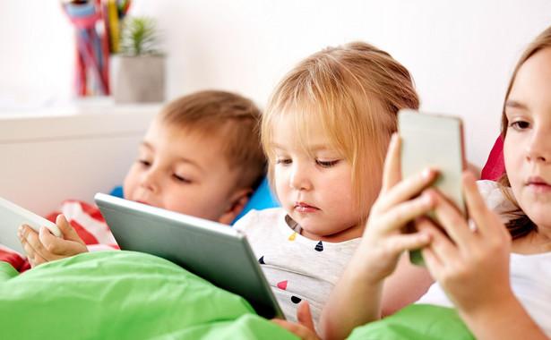 Zakaz wychodzenia z domu sprawi, że dzieci spędzą ferie przed ekranem komputera