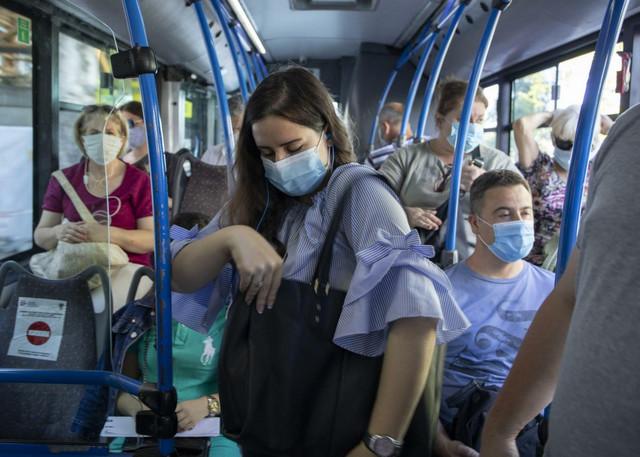 Pravilno nošenje maske i održavanje distance je, za sada, najbolji način da se zaštitite