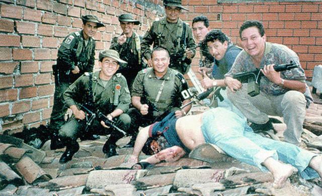 Muškarci koji su učestvovali u ubistvu Eskobara fotografisali su se pored njegovog tela