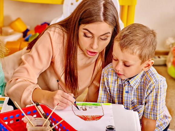 Roditelji će dobiti savete kako da vaspitavaju decu u modernom svetu