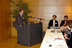 Profesor Katsuyoshi Watanabe podczas wykładu