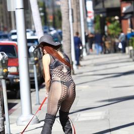 Phoebe Price wypina się na ulicy. Czy to nie przesada?