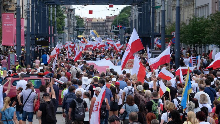 Katowice: Antyszczepionkowcy wyszli na ulice. Śląski Marsz Wolności