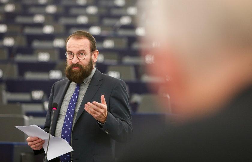 Politycy prawicy o węgierskim  sekspośle