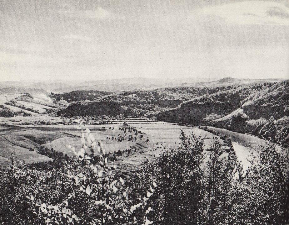 Obszar Jeziora Solińskiego przed ukończeniem budowy Zapory w Solinie, 1968 r.