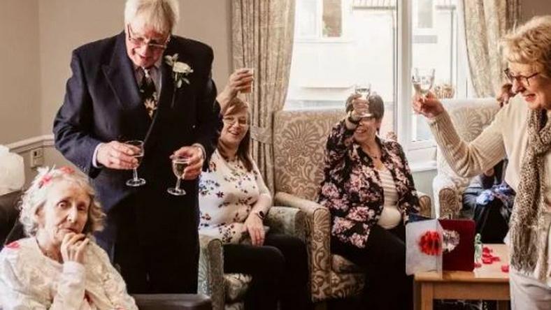 dating elderly