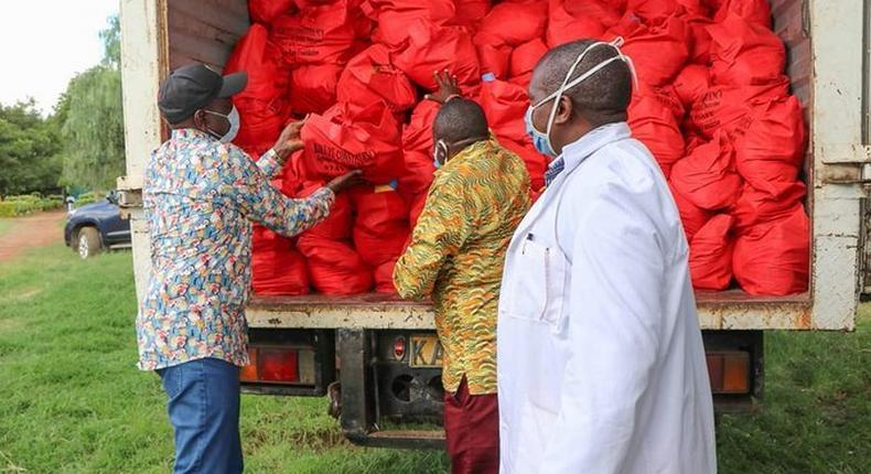 DP William Ruto visits Uhuru's backyard to distribute food
