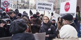 Frankowicze protestowali na Starym Rynku. Zobacz film