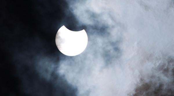 Początek zaćmienia Słońca w Gorzowie Wielkopolskim.