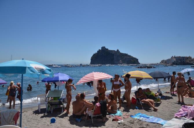Plaža u Iskiji u Italiji ovog meseca
