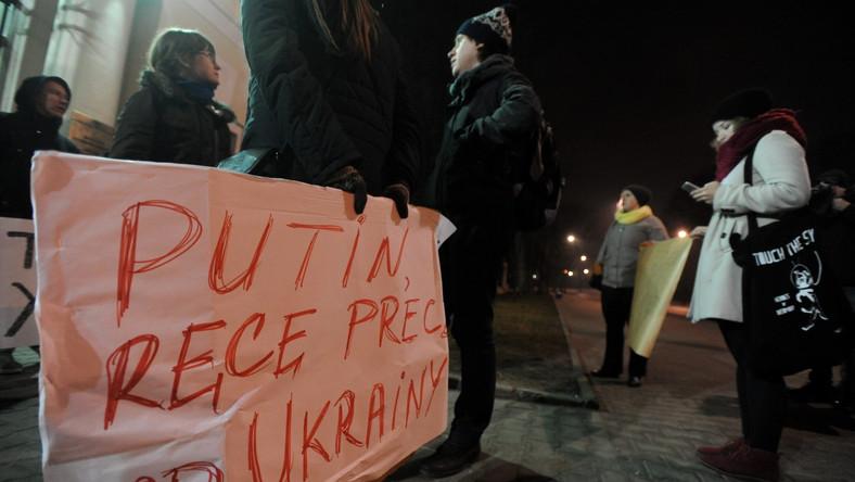 Pikieta pod Ambasadą Rosji w Warszawie, w proteście przeciwko interwencji Rosji na Ukrainie
