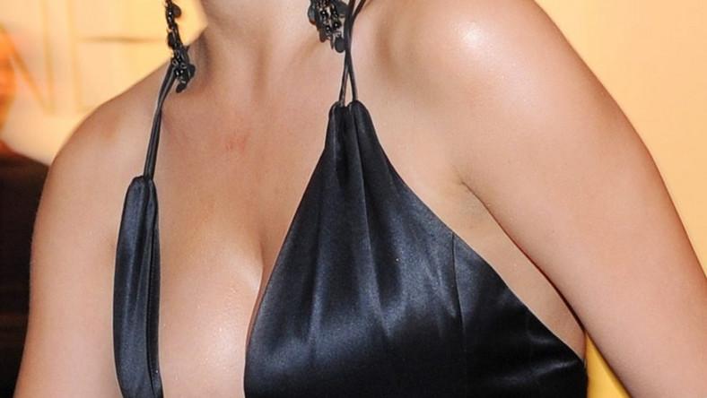 Niemiecka aktorka nie wstydzi się sztucznego biustu