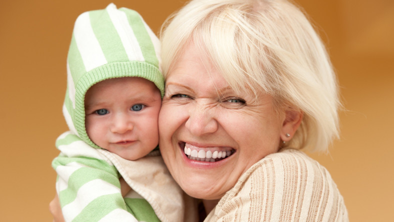 """Późne macierzyństwo, nawet po 50. roku życia? Lekarze mówią """"tak"""""""