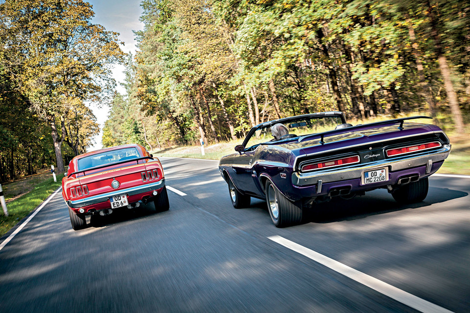 Ford Mustang Mach 1 kontra Dodge Challenger R/T Convertible