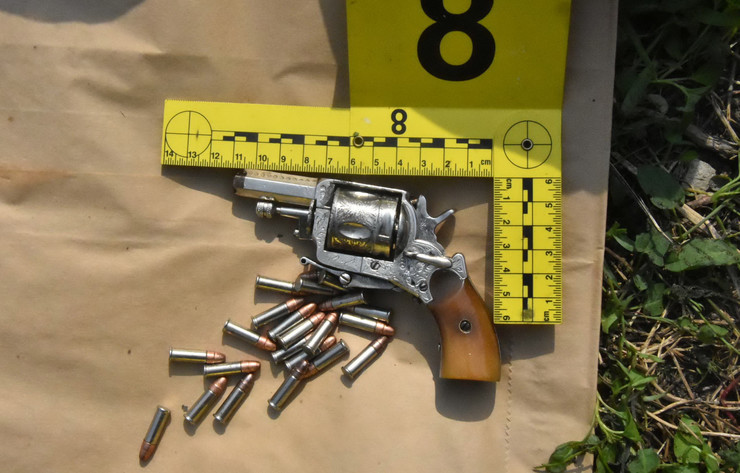 U stanu pronađeno i oružje
