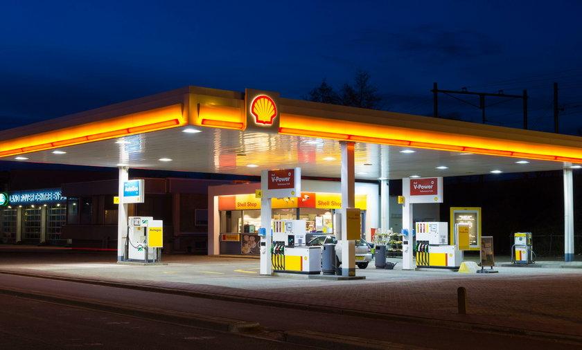 Kierowcy nadkładają drogi dla kawy ze stacji benzynowej!