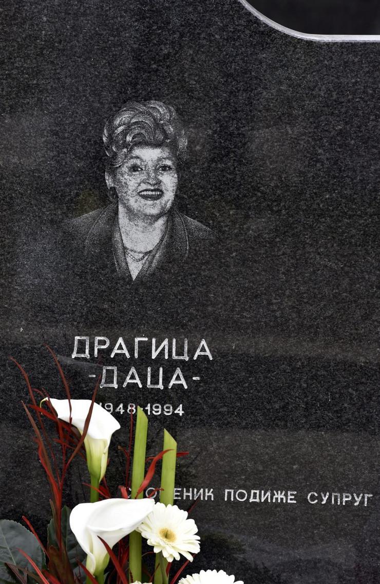 Grob učiteljice Dragice u Starim Banovcima