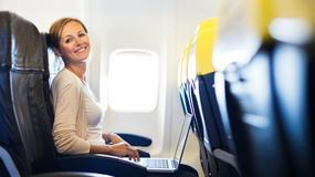 Jak dobrze znieść długi lot samolotem? 8 sprytnych porad