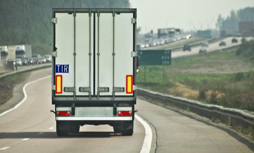 Kierowca zmarł w trakcie jazdy ciężarówką