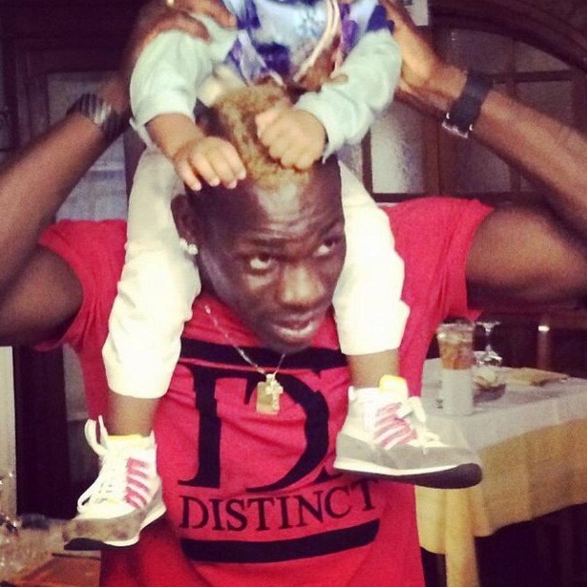 Balotelli wrzucił fotkę z córą. Zobacz, jak słodko razem śpią!