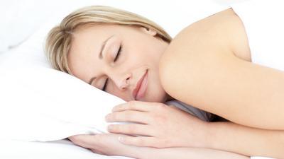 Triki, które sprawią, że w końcu  się wyśpisz. O co zadbać w sypialni?