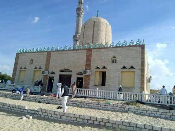 Zamach był wymierzony w meczet al-Rawda, do którego uczęszczają wyznawcy sufizmu, czyli muzułmańskiego nurtu mistycznego