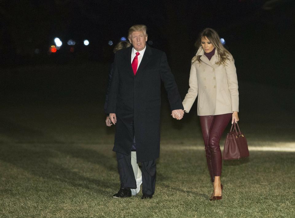Melania Trump w skórzanych obcisłych spodniach i szpilkach. Ładnie wygląda?