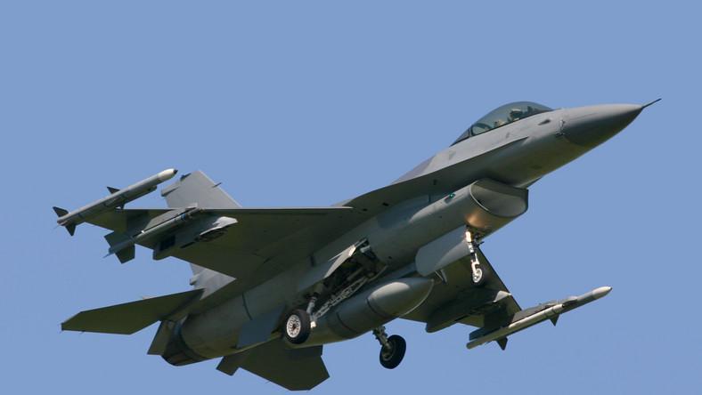 F-16 - amerykański samolot wielozadaniowy, użytkowany przez siły powietrzne 25 krajów.