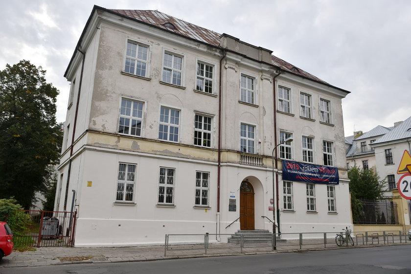 VI LO w Łodzi przy ul. Podmiejskiej