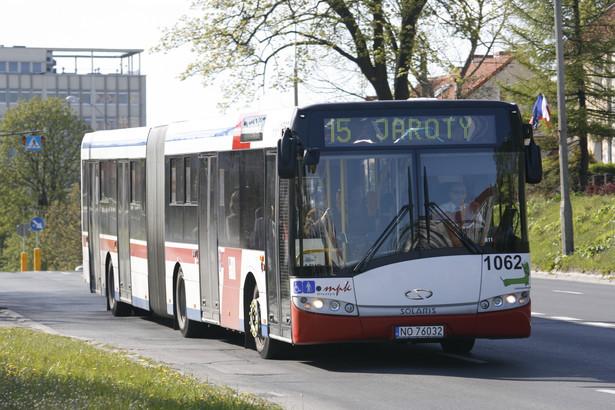 10 września weszła w życie ustawa z 6 września 2001 r. o transporcie drogowym (Dz. U. z 2007 r., nr 125, poz. 874 z późn. zm.), która nakazuje kierowcom autobusów ukończyć kwalifikację wstępną, czyli dodatkowe specjalne szkolenie.
