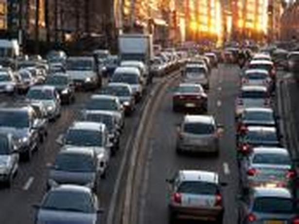 Wg MŚ samorząd może zakazać wjazdu aut starszych niż 10 lat