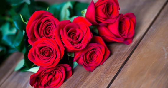Kocha Lubi Szanuje Jak Obdarowac Kobiete Kwiatami Facet
