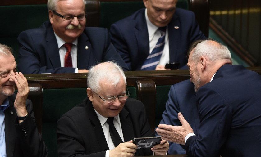 Jarosław Kaczyński rozbawiony
