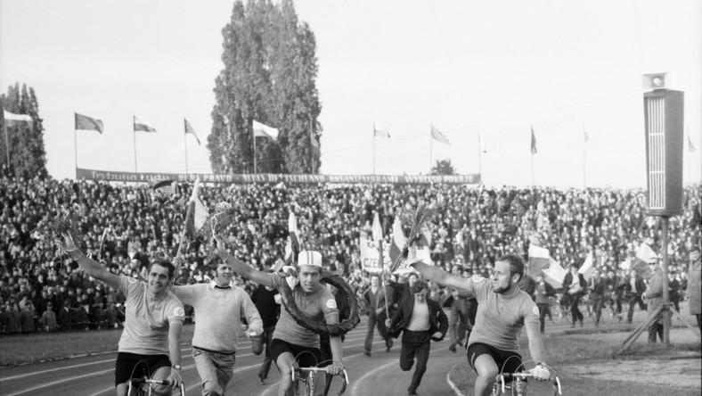 Wyścig Pokoju (1970 r.). Od lewej: Ryszard Szurkowski, Zenon Czechowski i Zygmunt Hanusik