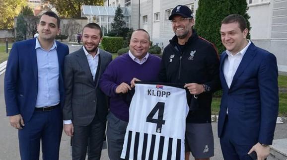 Jirgen Klop sa predstavnicima Partizana, Ilicom Ilijevim, Vladimirom Vuletićem i Milošem Vazurom