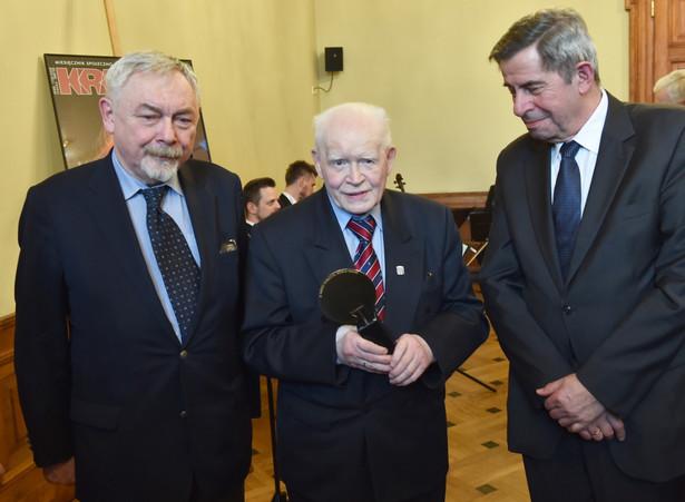 Prezydent Krakowa Jacek Majchrowski, prof. Andrzej Zoll oraz prof. Adam Strzembosz