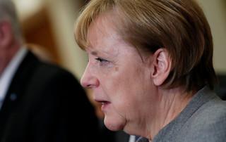 Merkel się chwieje. Korzysta AfD