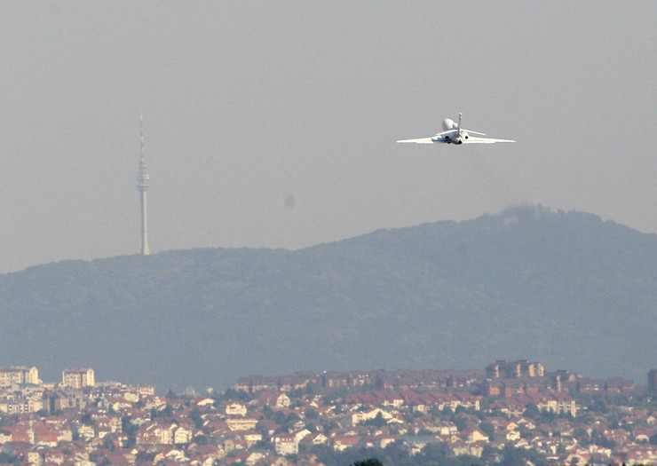146900_mladic-avion-ap