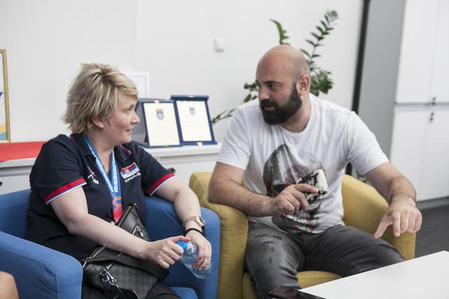 Marina Maljković sa Ivanom Jovanovićem, urednikom sportske rubrike Blica