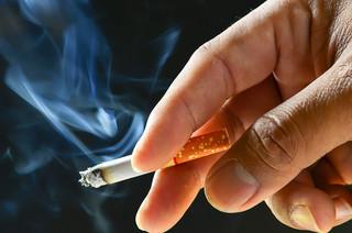 Spada liczba palaczy w Polsce, ale nadal pali 8 mln Polaków
