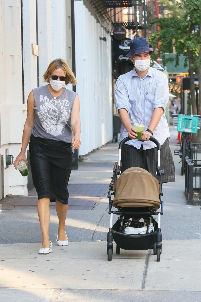 Par uživa u redovnim šetnjama Njujorkom