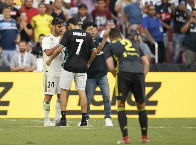 Navijači utrčali na teren i tražili da se Realom Marko Asensio potpiše na novi, Juventusov, dres Kristijana Ronalda