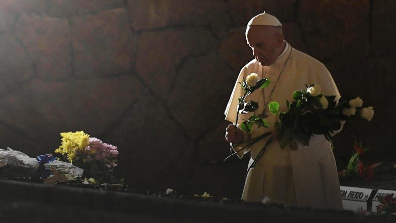 ITALY POPE FRANCIS ALL SOULS DAY (Pope Francis commemoratres All Souls Day )