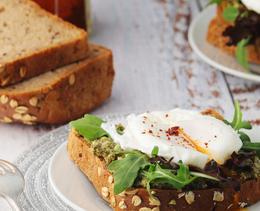 So einfach gelingt der Food-Trend Pesto Eggs