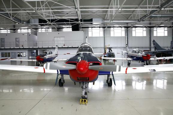 Avion lasta, Vojni aerodrom Batajnica