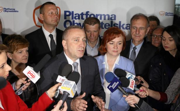 Schetyna zaznaczył, że rząd PO-PSL powołany w listopadzie 2007 r. musiał wprowadzić i uszanować ustalenia szczytu klimatycznego Rady Europejskiej z 9 marca 2007 z udziałem prezydenta Lecha Kaczyńskiego
