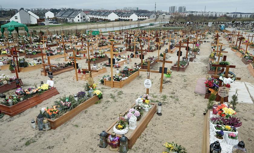 Smutny widok na Cmentarzu Łostowickim.